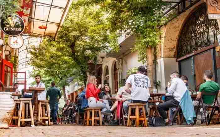"""Ποια είναι η ελληνική """"πόλη του καφέ"""" με τις.. 1674 καφετέριες και την αστείρευτη ομορφιά;"""