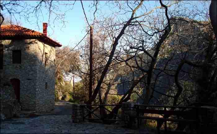 Γραφικά και κουκλίστικα: 4 χωριουδάκια της Ελλάδας σταματημένα στο χρόνο για ιδανικά Σαββατοκύριακα