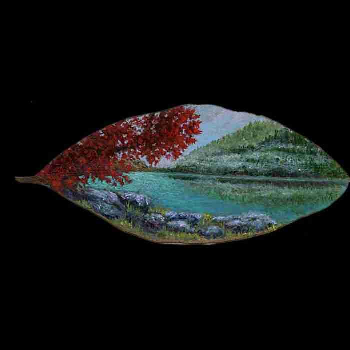 Μια Ελληνίδα ζωγραφίζει σε φύλλα. Και είναι απίστευτα καλή σε αυτό που κάνει
