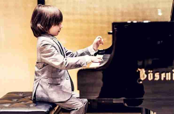 Ο 6χρονος Στέλιος Κερασίδης είναι ο νεότερος Έλληνας που έχει δώσει συναυλία στο Carnegie Hall