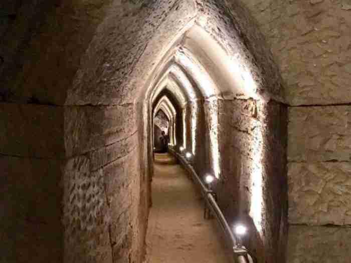 Ευπαλίνειο όρυγμα:  Το υδραγωγείο - θαύμα των αρχαίων Ελλήνων που τρέχει ακόμα