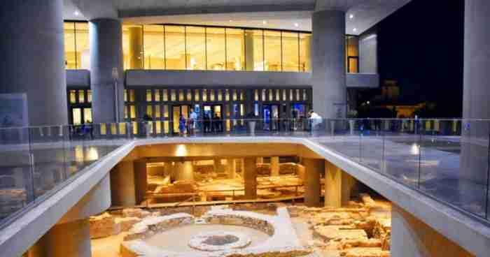 Το Μουσείο Ακρόπολης κλείνει 10 χρόνια και ανοίγει για το κοινό την υπόγεια ανασκαφή