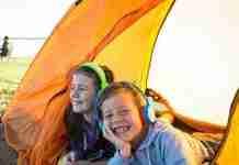 Τα παιδιά που κάνουν κάμπινγκ είναι πιο ευτυχισμένα, πιο υγιή και τα πηγαίνουν καλύτερα στο σχολείο