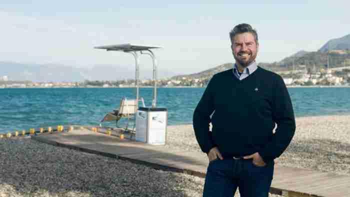 Η ελληνική ιδέα που επιτρέπει σε άτομα με αναπηρία να απολαμβάνουν τη θάλασσα