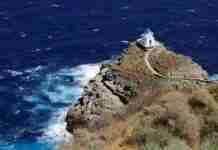 Το μικρό εκκλησάκι στη Σίφνο που μοιάζει να αναδύεται από τους αφρούς της θάλασσας