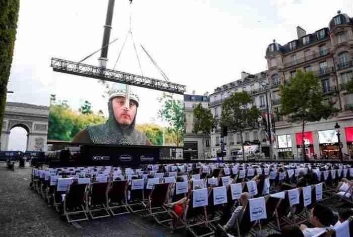 Το ωραιότερο θερινό σινεμά στον κόσμο στήθηκε στη Σανς Ελιζέ στο Παρίσι
