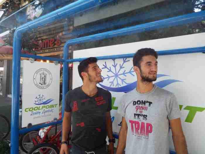 Στα Τρίκαλα έφτιαξαν στάση λεωφορείου που δροσίζει τους πολίτες